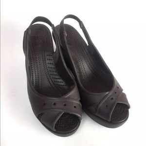 199994e67 CROCS Shoes - NEW Crocs Farrah Peep Toe Wedges Size 8 Brown